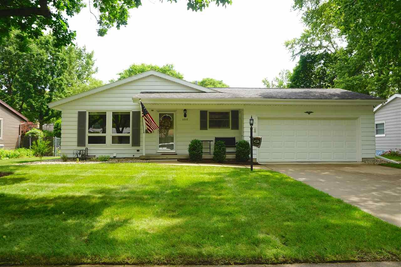 5757 Meadowood Dr, Madison, WI 53711 - #: 1896493
