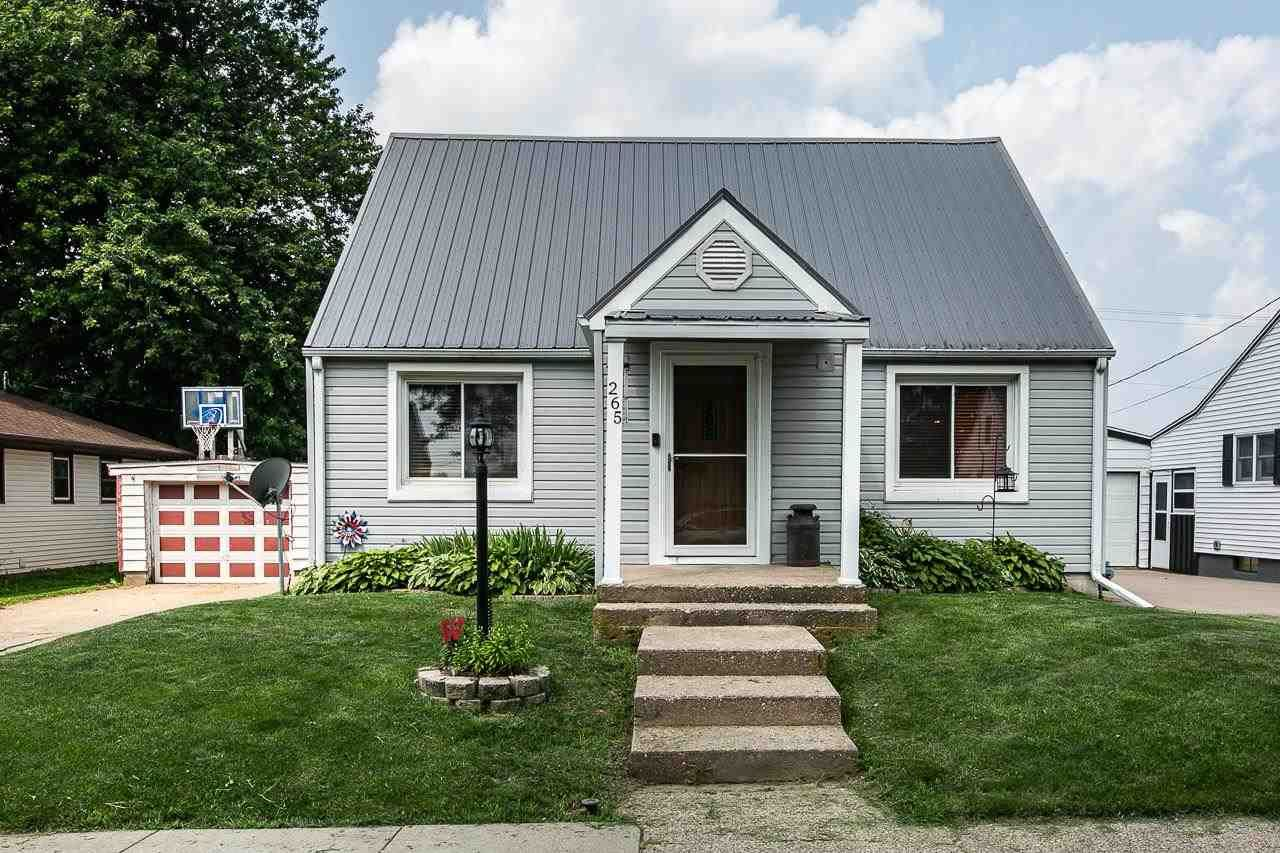 265 N Center St, Dickeyville, WI 53808 - #: 1915515