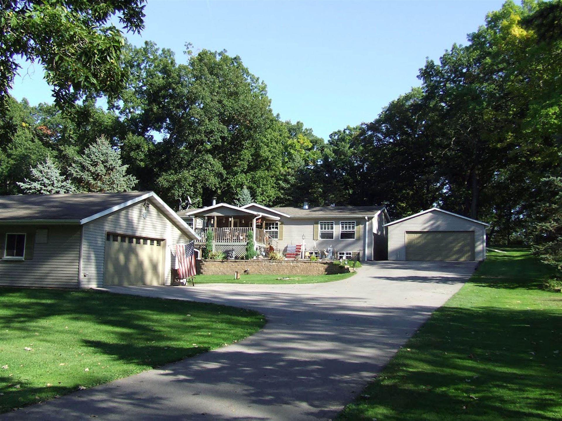 W10681 Hickory Ln, Fox Lake, WI 53933 - #: 1920517