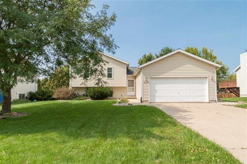 Photo of 805 N Clover Ln, Cottage Grove, WI 53527 (MLS # 1895522)