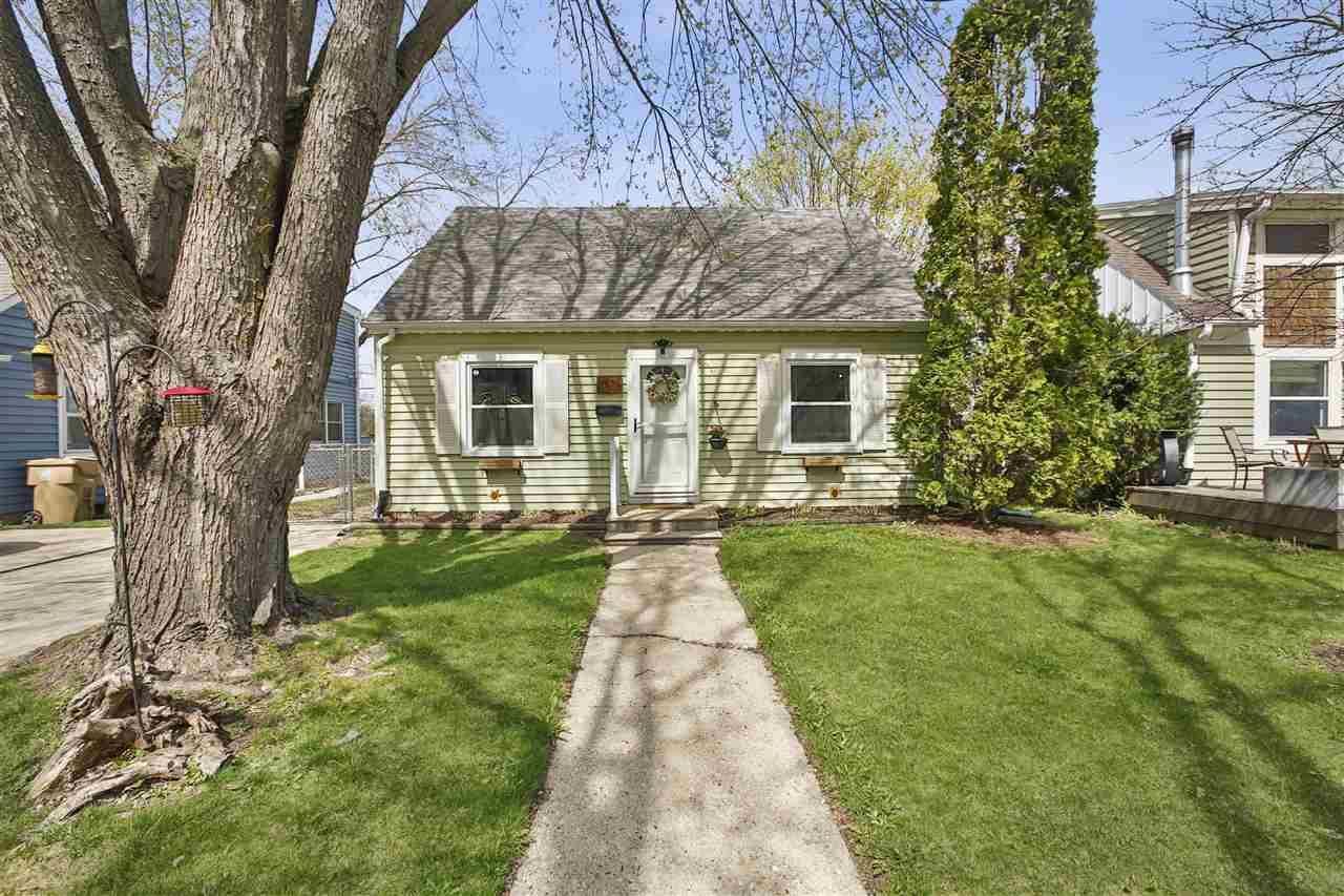 2526 Myrtle St, Madison, WI 53704-4541 - MLS#: 1905525