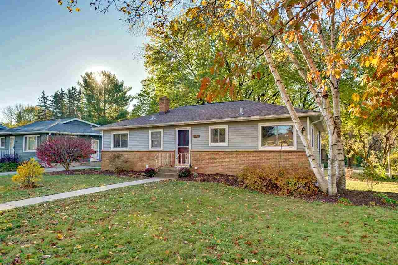5349 Oak Crest Pl, Madison, WI 53705 - #: 1896529