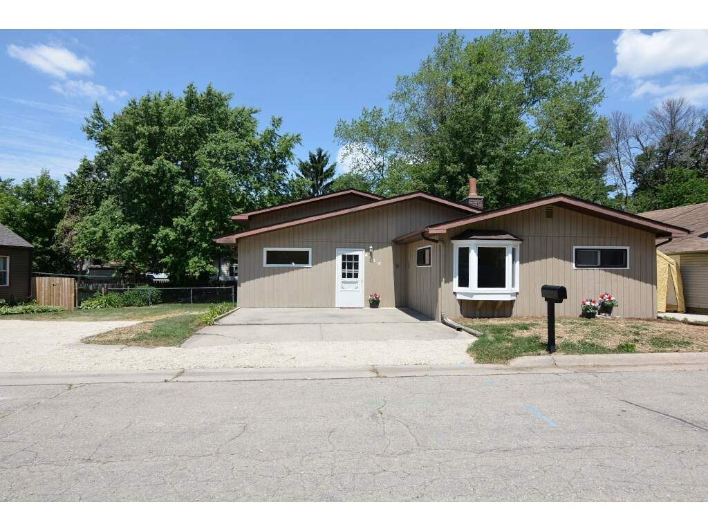 4516 Lakeview Ave, McFarland, WI 53558 - #: 1886537