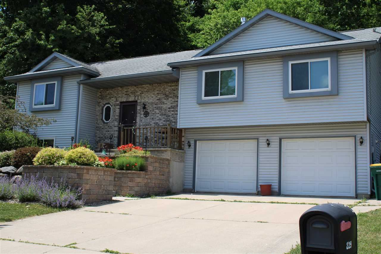 229 Yarrow Hill Dr, Cottage Grove, WI 53527 - #: 1911539