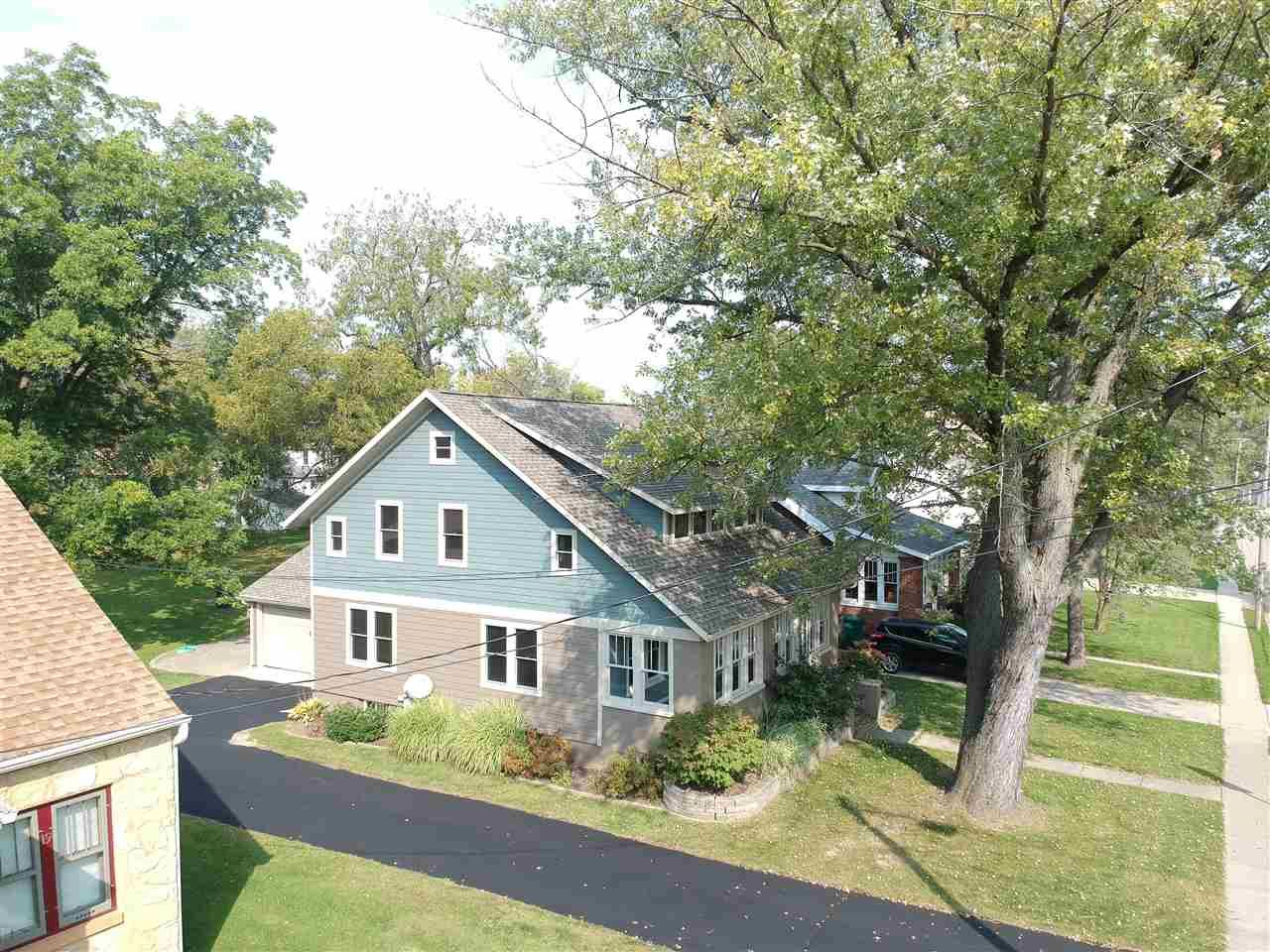 f_1894544_01 Our Listings at Best Realty of Edgerton
