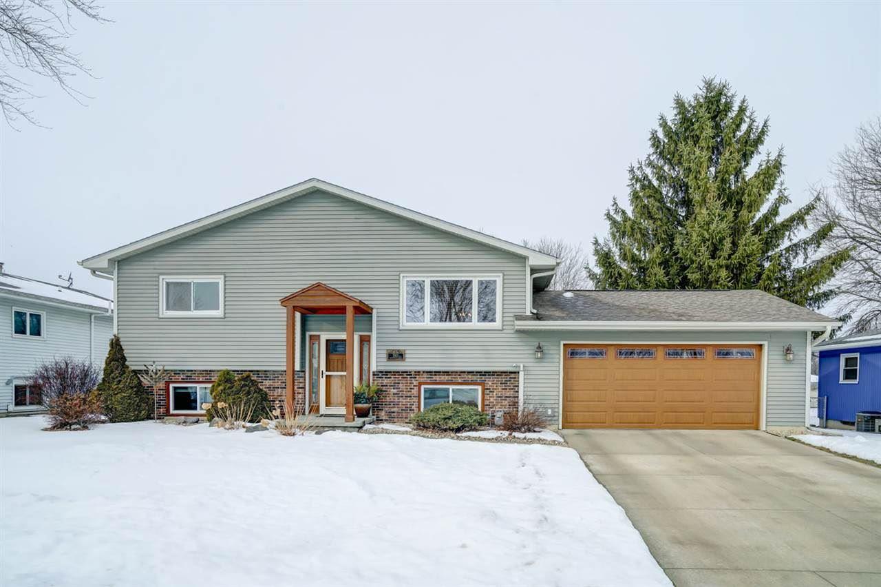 1502 Greenfield Cir, Sun Prairie, WI 53590 - #: 1900544