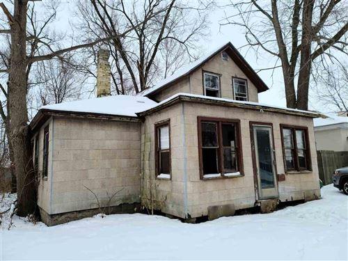 Photo of 132 E Burns St, Portage, WI 53901 (MLS # 1900545)