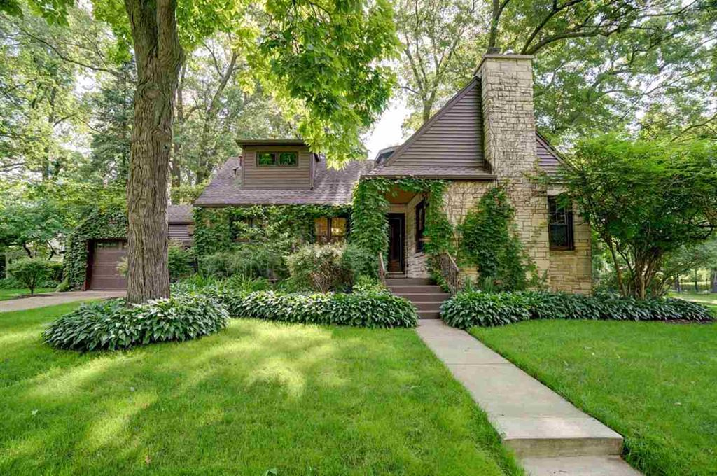 Photo for 211 W Sunset Ct, Madison, WI 53705 (MLS # 1861579)
