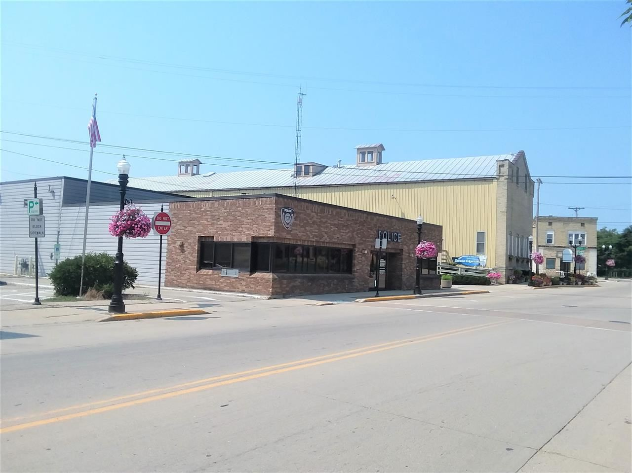 f_1892584_01 Commercial Properties for in Sale Edgerton, WI