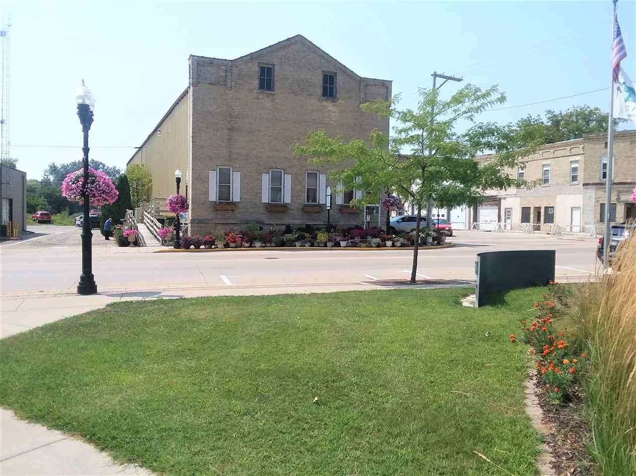 f_1892584_02 Commercial Properties for in Sale Edgerton, WI