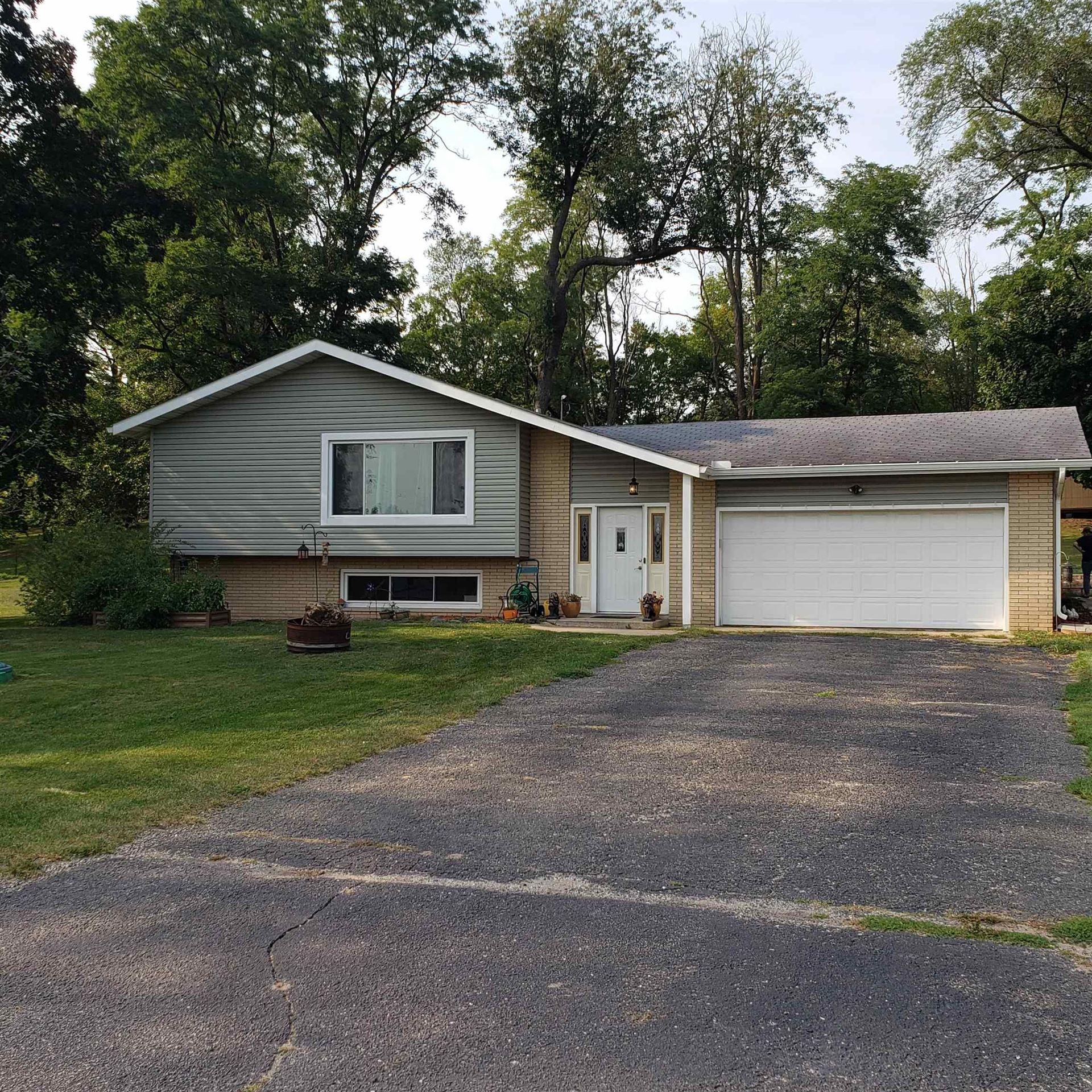 W8372 Crawford Rd, Portage, WI 53901-9604 - #: 1919585