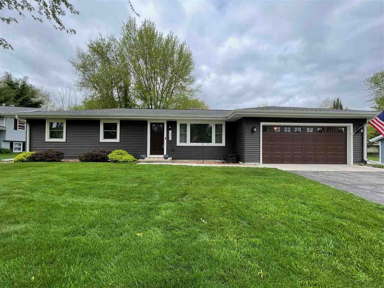 1326 Johnson St, Stoughton, WI 53589 - #: 1908592