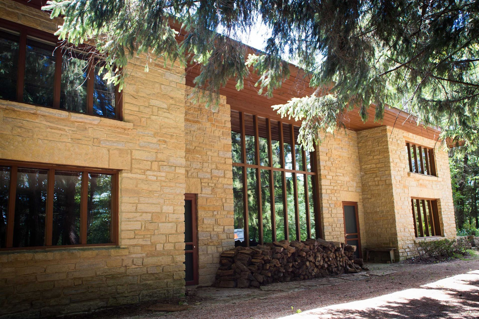 30 Jackson St, Mineral Point, WI 53565 - #: 1918592
