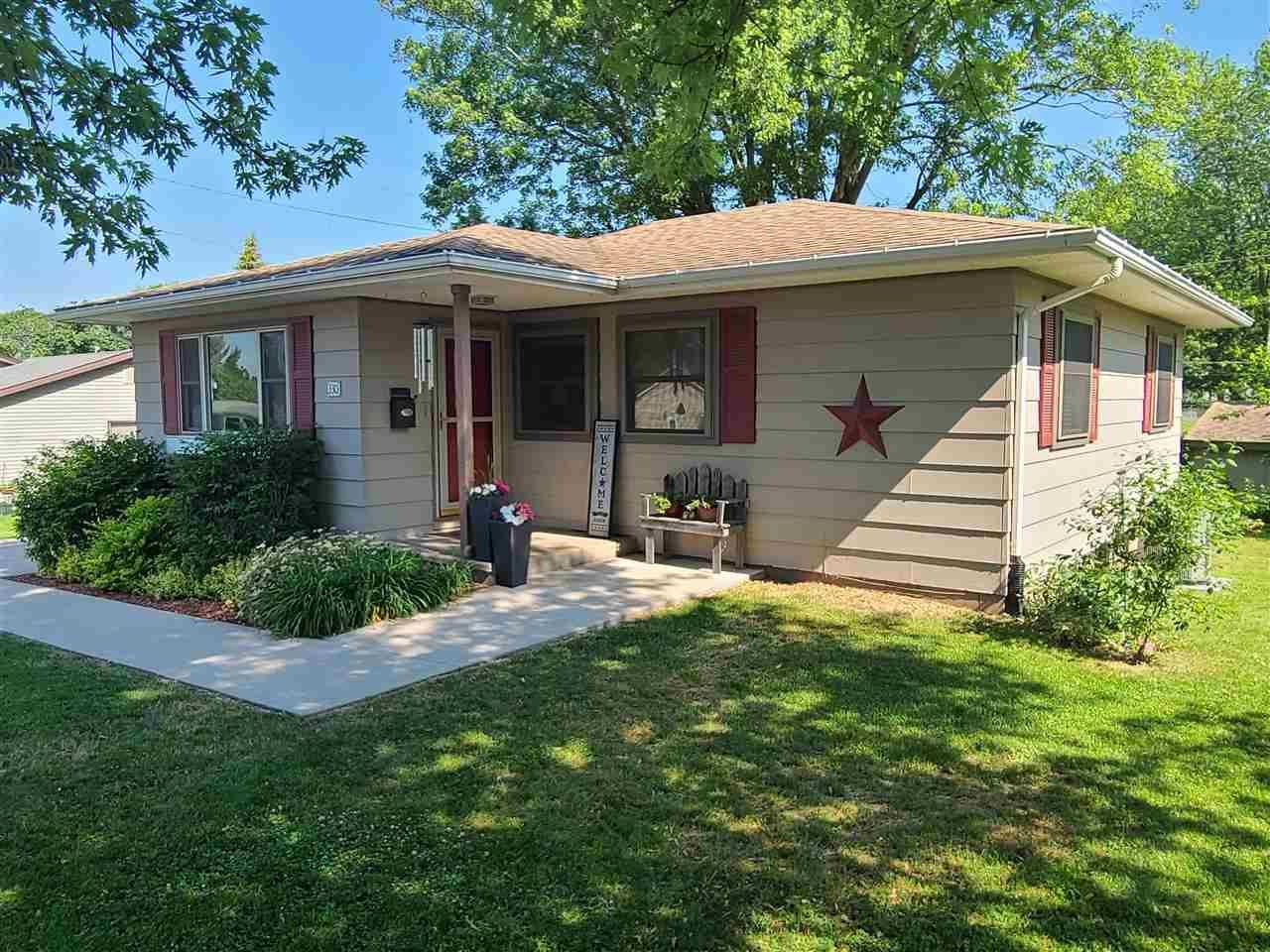 330 W Monroe, Platteville, WI 53818 - #: 1911597