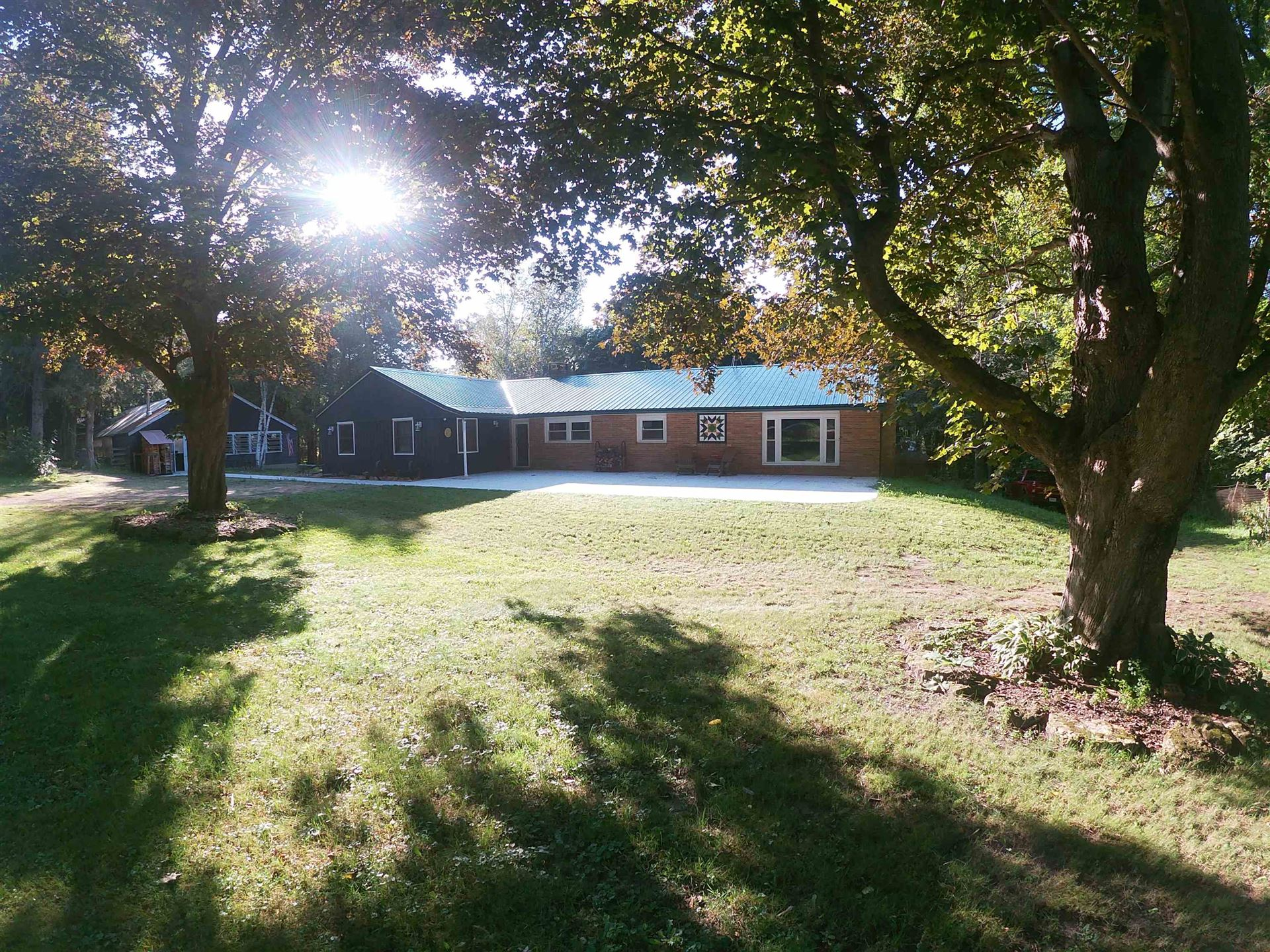 11044 E Creek Rd, Clinton, WI 53525 - #: 1918597