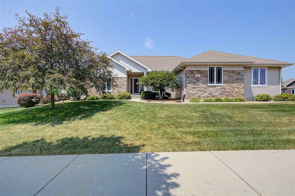 Photo for 503 S Meadowbrook Ln, Waunakee, WI 53597 (MLS # 1865602)
