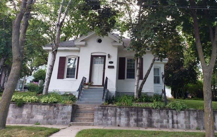309 W Edgewater St, Portage, WI 53901 - #: 1880610