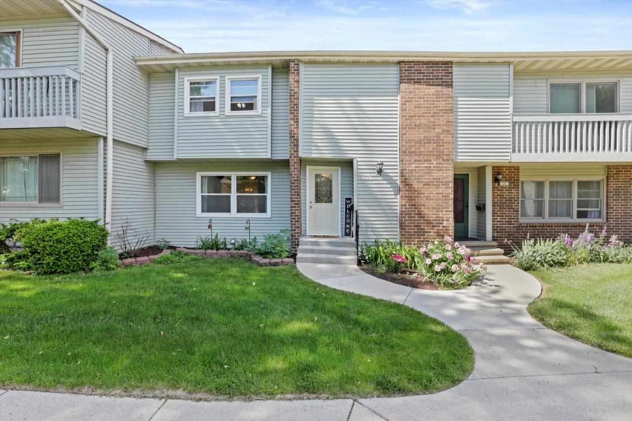 Photo for 224 Grand Canyon Dr, Madison, WI 53705 (MLS # 1911612)