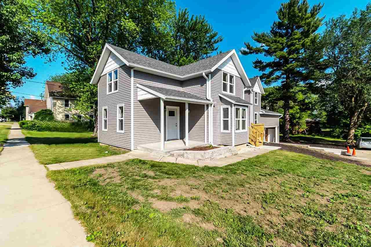 423 S Main St, Fall River, WI 53932 - #: 1910613