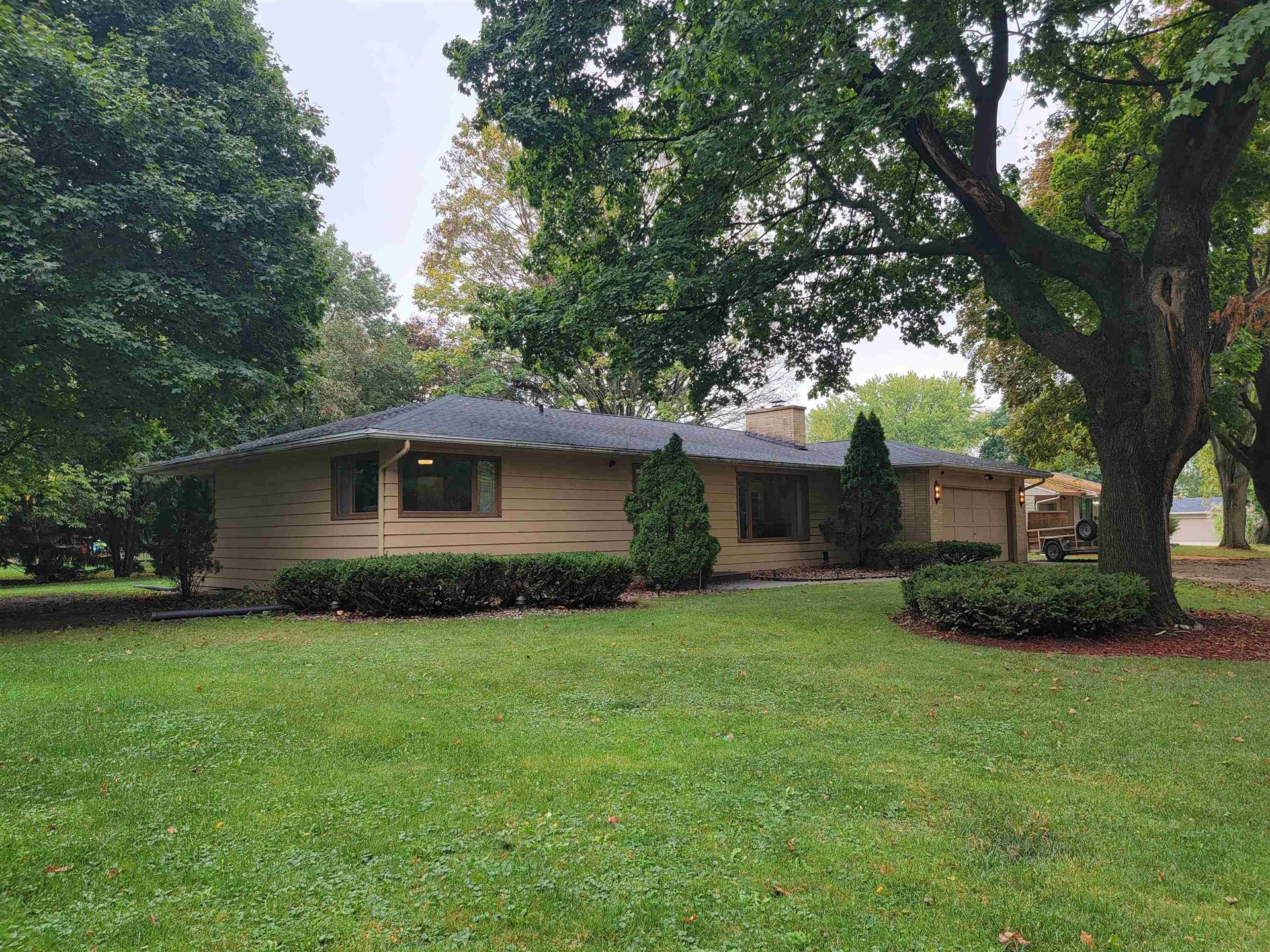 812 N Grant Ave, Janesville, WI 53548 - #: 1921615