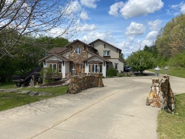 Photo for 209 Donkel Ct, Cottage Grove, WI 53527 (MLS # 1909618)