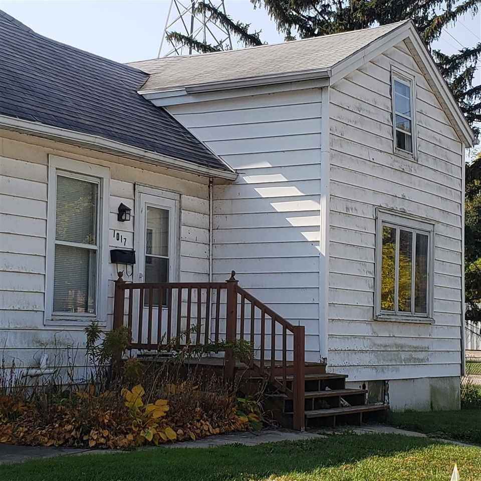 1017 Riverside St, Janesville, WI 53548 - #: 1895622
