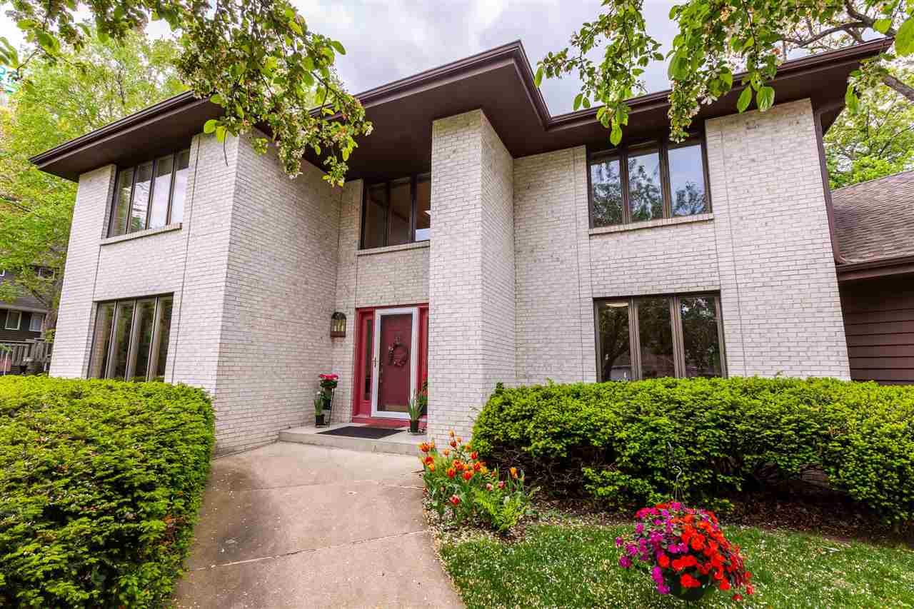 Photo for 5800 Ivanhoe Cir, Fitchburg, WI 53711 (MLS # 1909627)