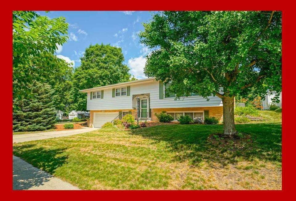 Photo for 4926 Sherwood Rd, Madison, WI 53711 (MLS # 1908637)