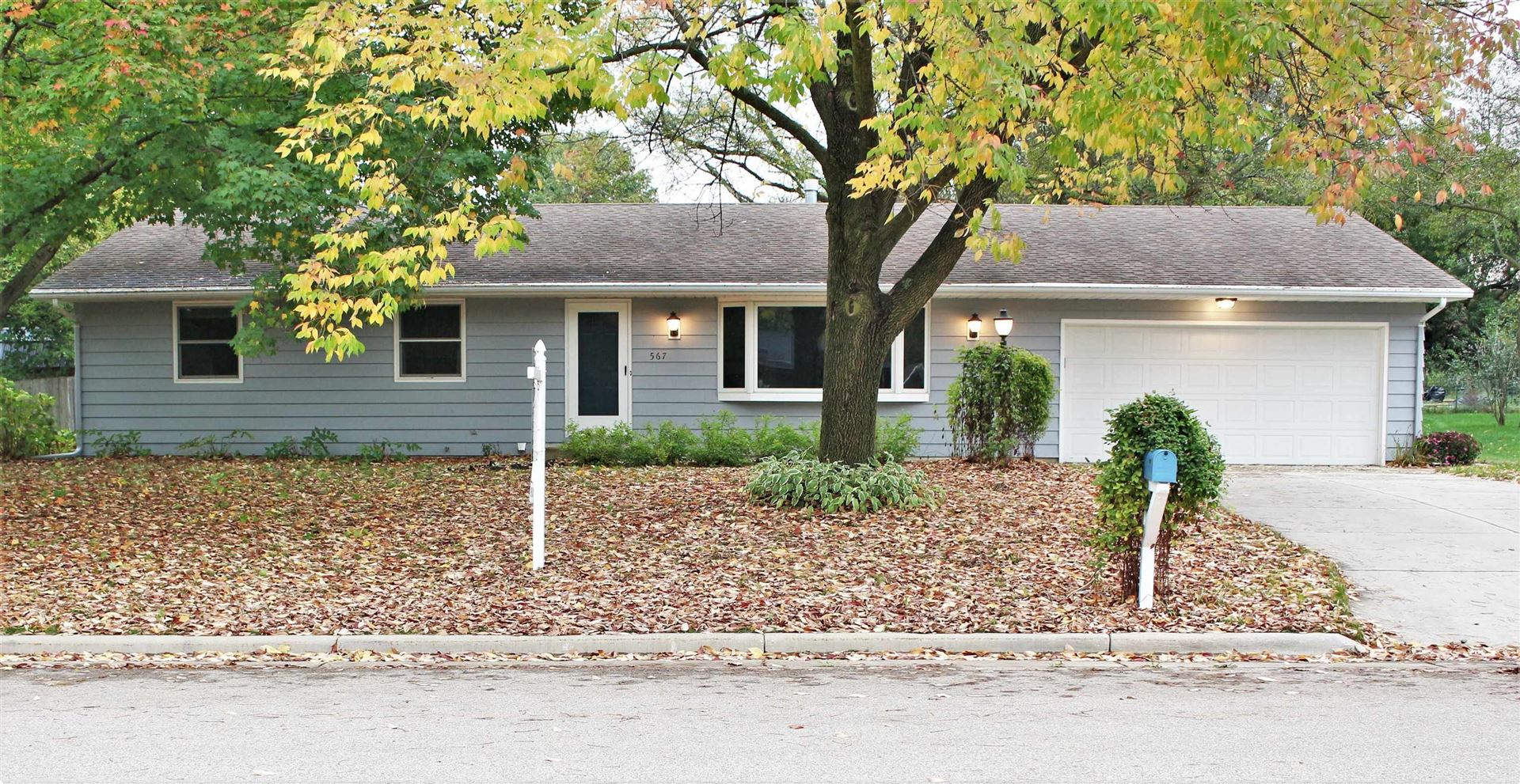 Photo for 567 S Hillcrest Dr, Verona, WI 53593 (MLS # 1921637)