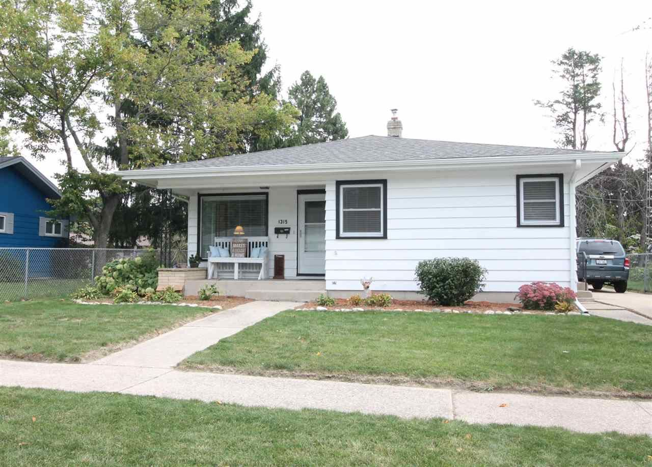 1315 S Pearl St, Janesville, WI 53546 - #: 1894644
