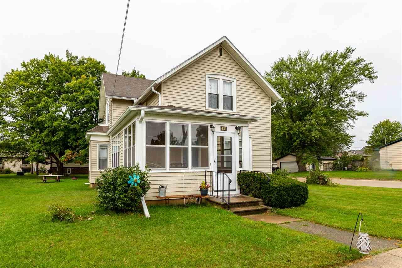 431 N Main St, Poynette, WI 53955 - #: 1892658