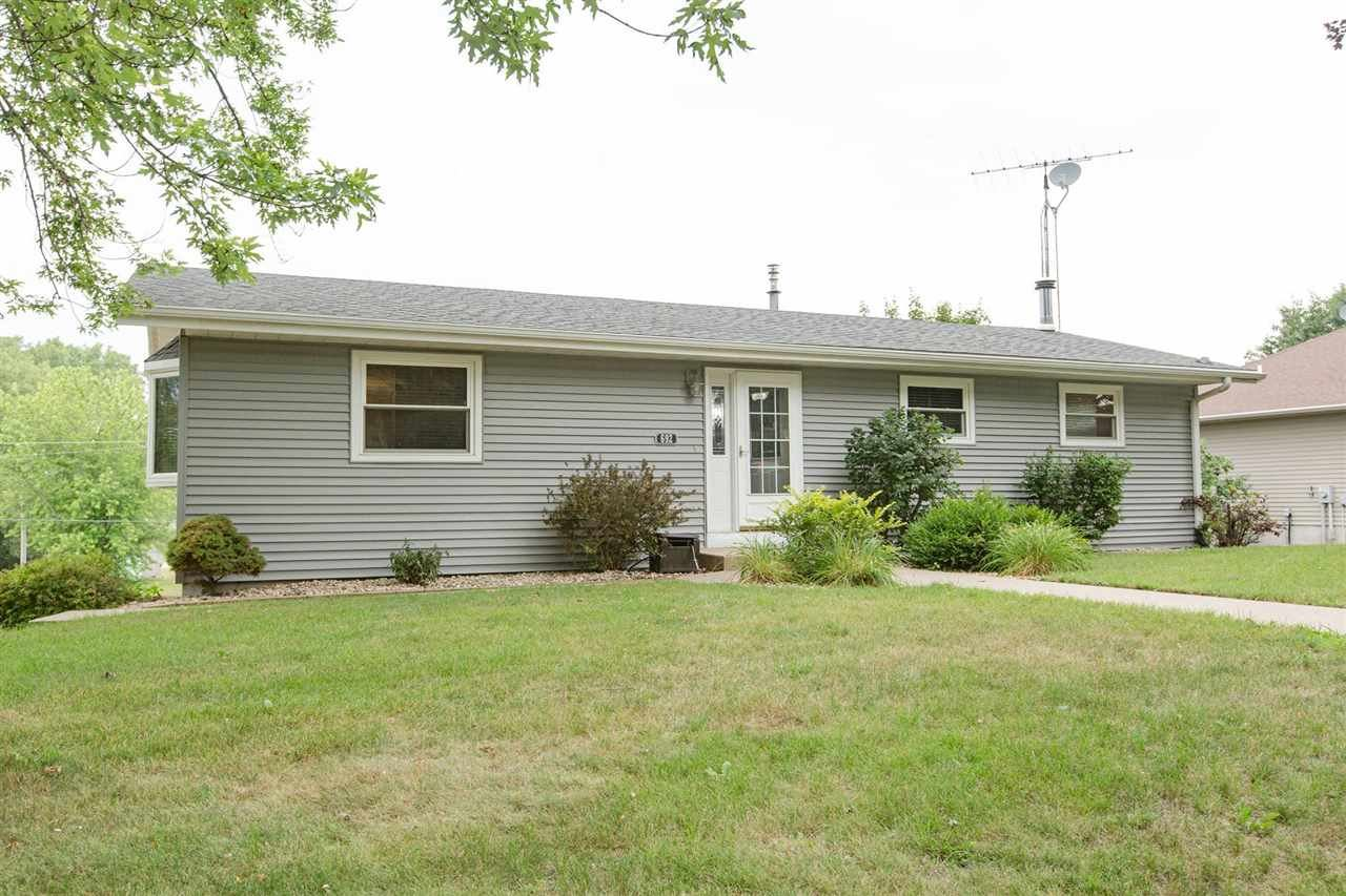 692 Maryville Heights Dr, Hazel Green, WI 53811 - #: 1914664