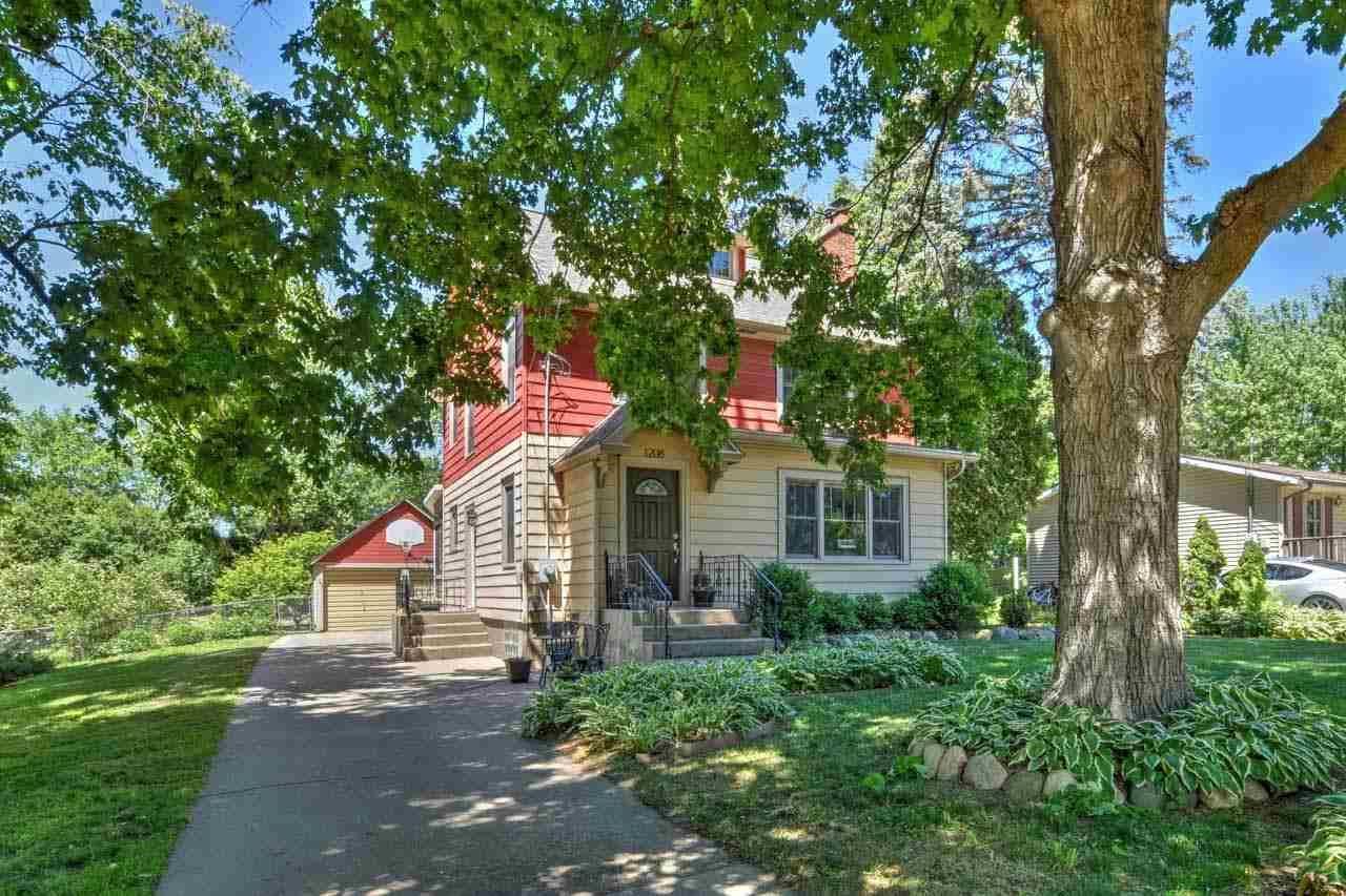 1208 Macarthur Rd, Madison, WI 53714 - #: 1912666