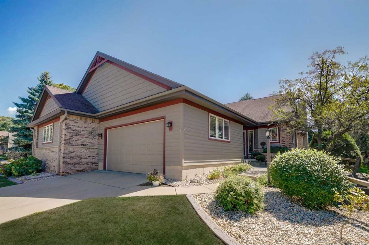3048 Woods Edge Way, Fitchburg, WI 53711 - #: 1892668
