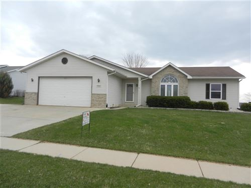 Photo of 533 Autumn Crest Dr, Watertown, WI 53094-5916 (MLS # 1880670)