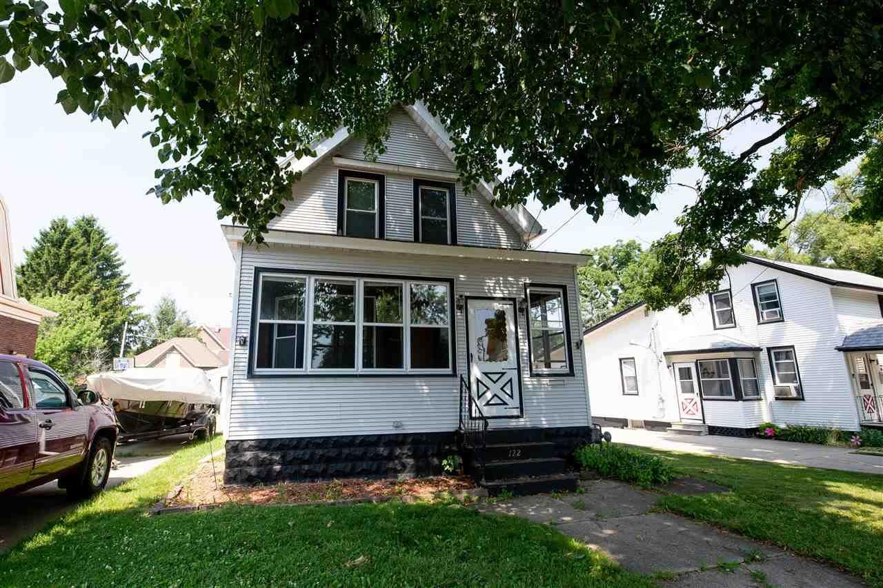 122 Dewey Ave, Watertown, WI 53094 - #: 1887677