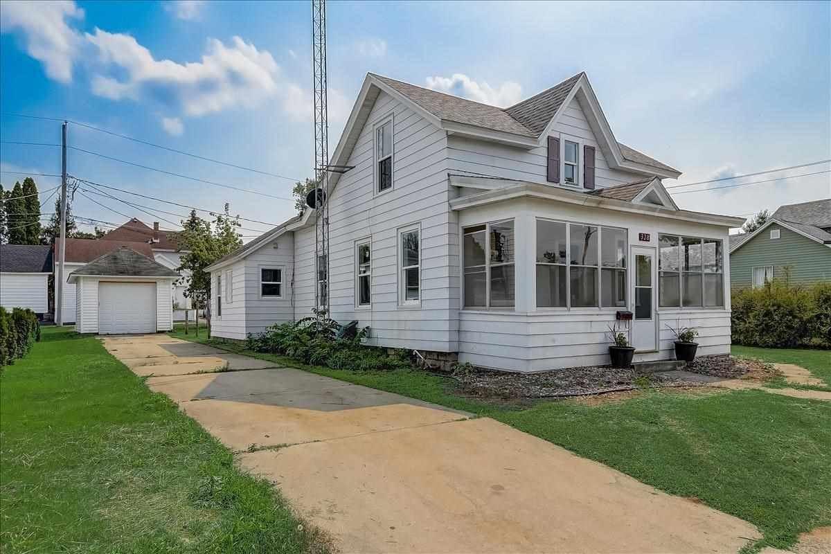 328 W Marion St, Portage, WI 53901 - #: 1915682