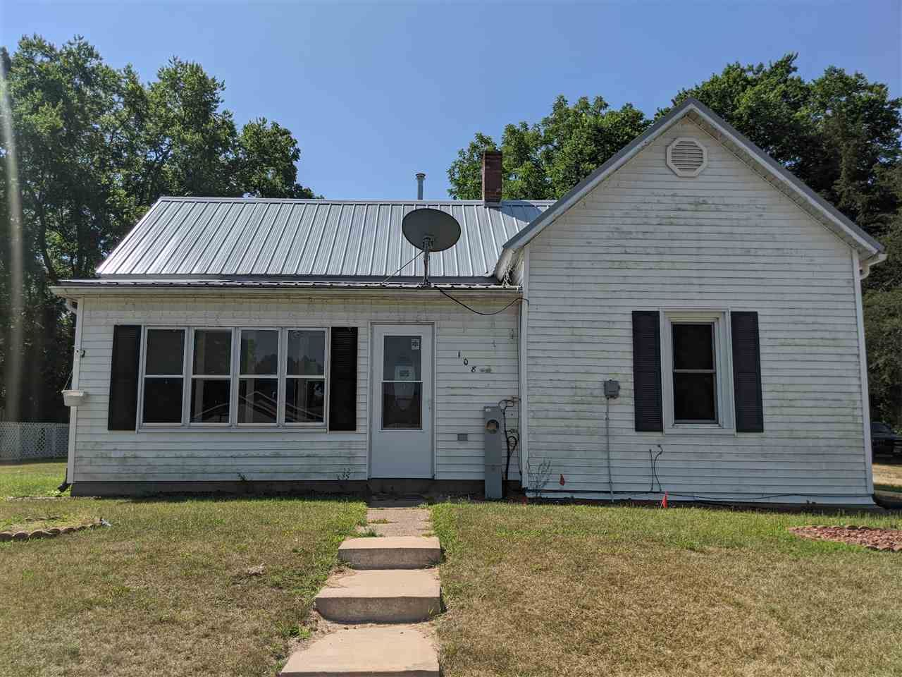 108 E Prairie St, Boscobel, WI 53805-1236 - #: 1881684