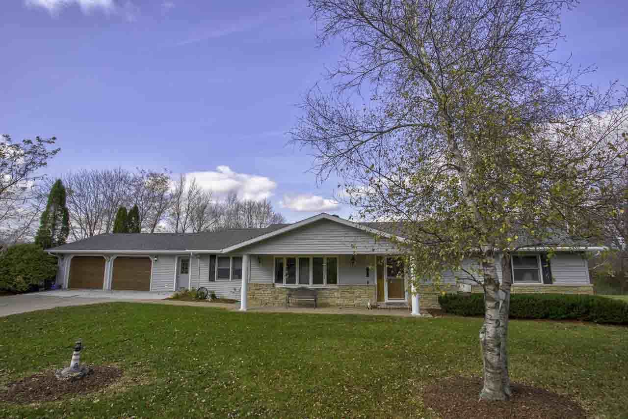 1255 E Lake Rd, Mineral Point, WI 53565 - #: 1896685