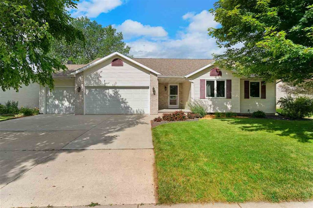 Photo for 925 Sunset Dr, Cottage Grove, WI 53527 (MLS # 1864701)