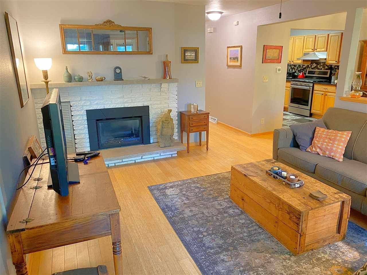 20 Waunona Woods Ct, Madison, WI 53713 - #: 1892701