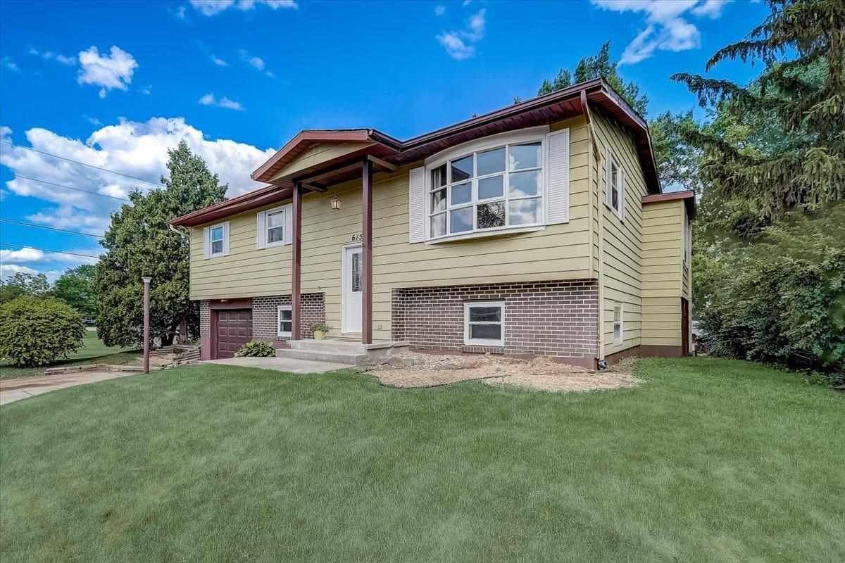 615 Elizabeth Ln, Sun Prairie, WI 53590 - #: 1909702