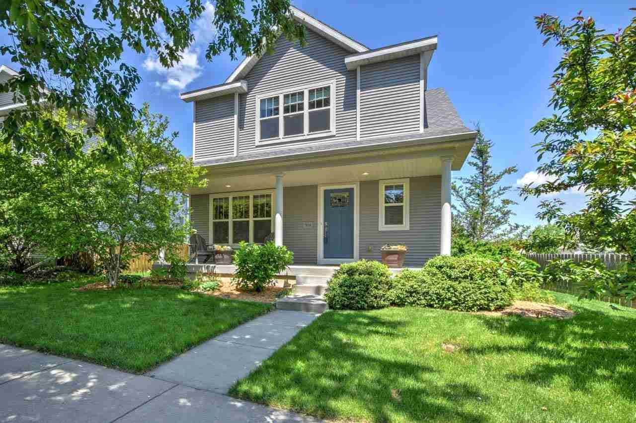 Photo for 7010 Heather Glen Dr, Madison, WI 53719 (MLS # 1910719)