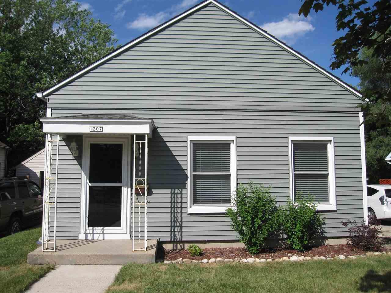 1207 W Wisconsin St, Portage, WI 53901 - #: 1912719