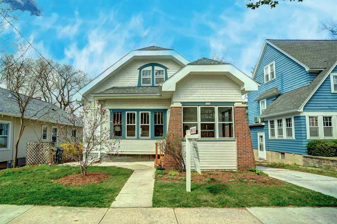 2422 Chamberlain Ave, Madison, WI 53726 - #: 1905725