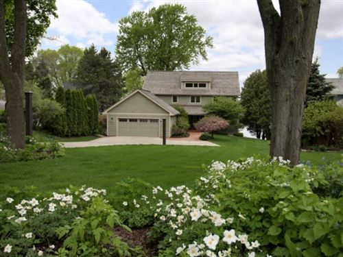 Photo of 1225 Farwell Dr, Madison, WI 53704 (MLS # 1906728)