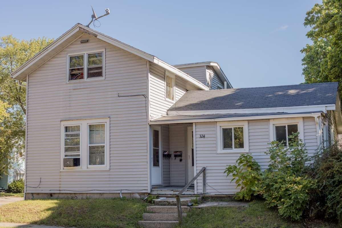 324 Caroline St, Janesville, WI 53545 - #: 1876728
