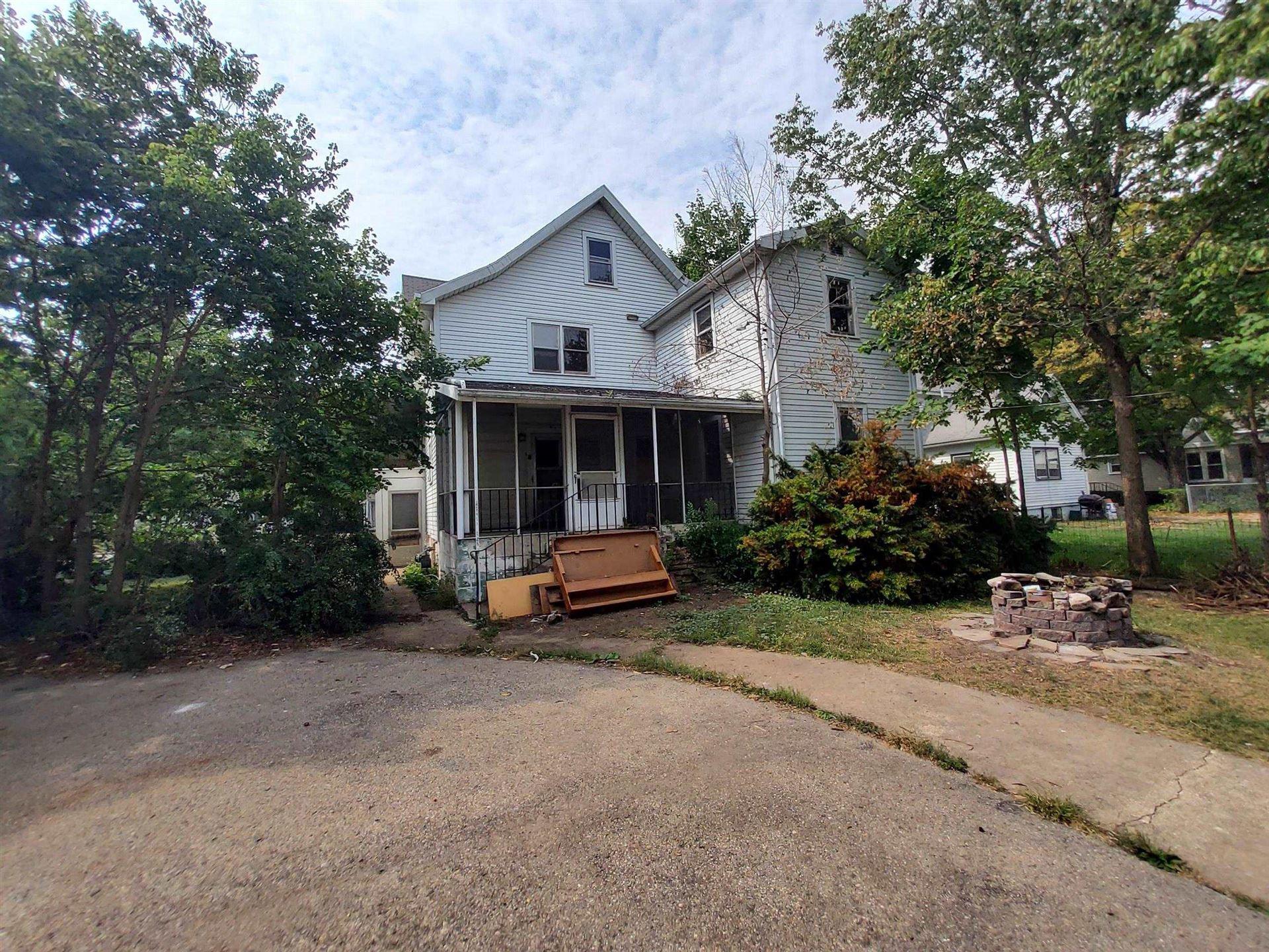 825 Bluff St, Beloit, WI 53511 - #: 1920736