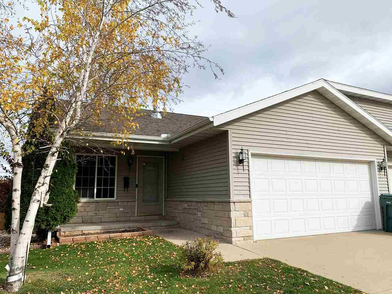 316 Parallel St, Beaver Dam, WI 53916 - #: 1896751