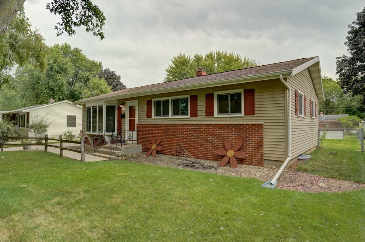 221 Crystal Ln, Madison, WI 53714 - #: 1891757